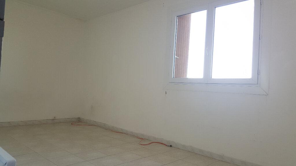 Appartement à louer 3 88.03m2 à Aimargues vignette-2