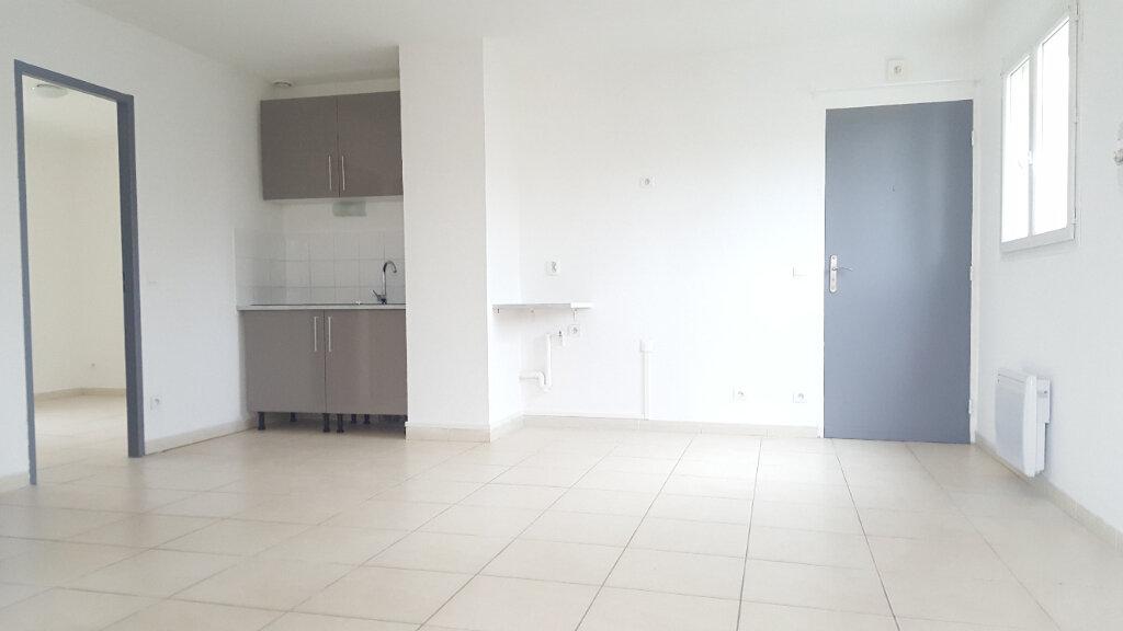 Appartement à louer 3 52.71m2 à Saint-Brès vignette-1