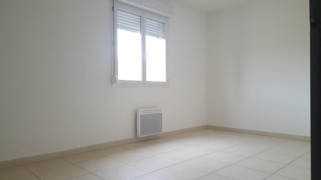 Appartement à louer 3 52.71m2 à Saint-Brès vignette-2
