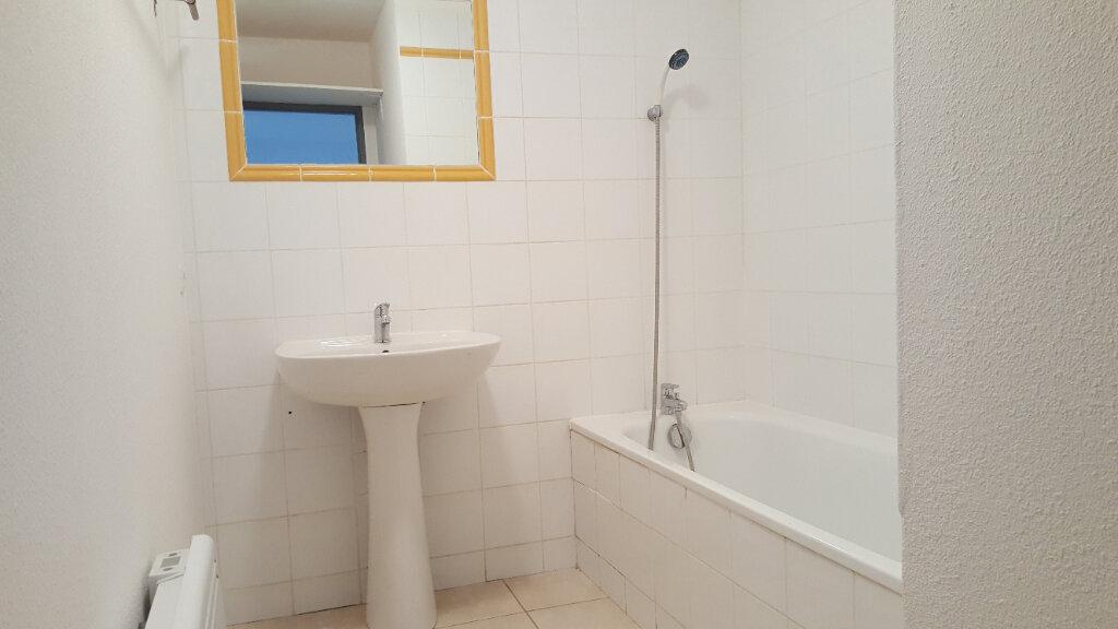 Appartement à louer 3 52.71m2 à Saint-Brès vignette-4