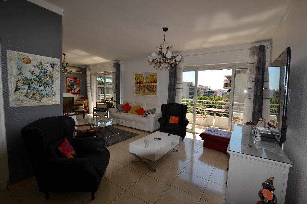 Appartement à vendre 3 93m2 à Antibes vignette-2