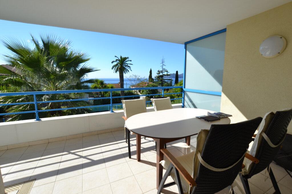 Appartement à vendre 3 63.06m2 à Cannes vignette-3