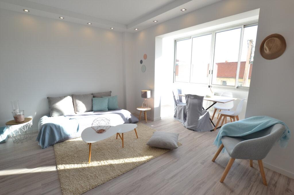 Appartement à vendre 3 78.24m2 à Cannes vignette-2