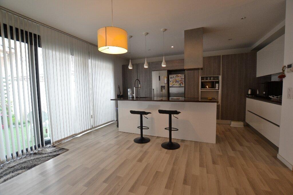 Appartement à vendre 3 134.27m2 à Antibes vignette-4