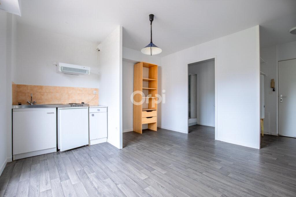 Appartement à louer 1 21.88m2 à Limoges vignette-2