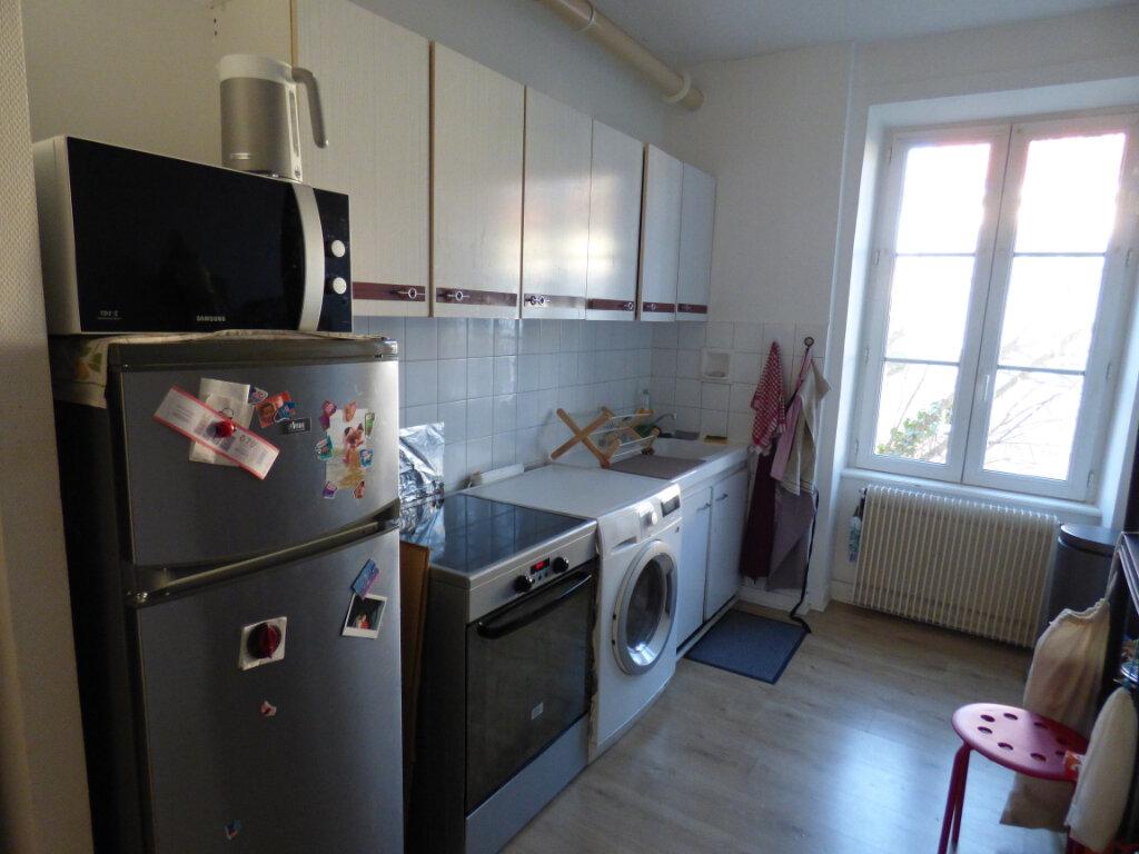 Appartement à louer 2 52.69m2 à Limoges vignette-2