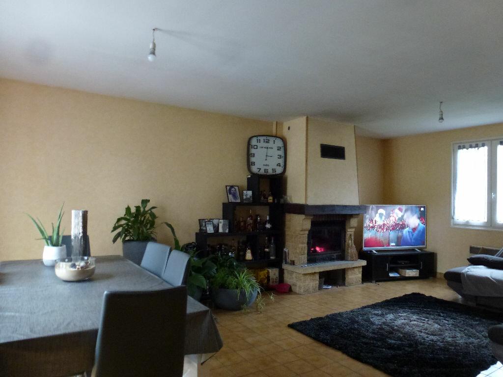 Maison à louer 4 88.07m2 à Eyjeaux vignette-3