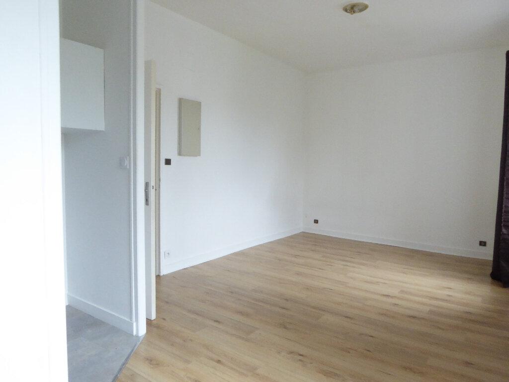 Appartement à louer 1 24.57m2 à Limoges vignette-3