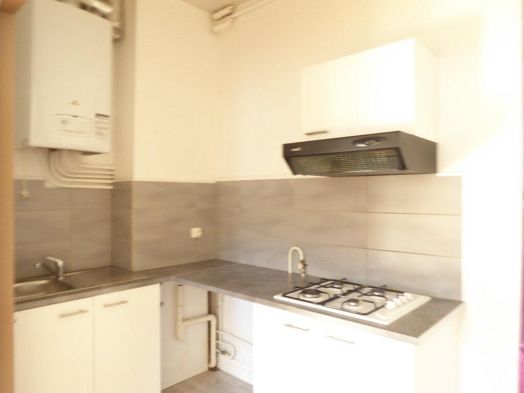 Appartement à louer 3 50.03m2 à Limoges vignette-3