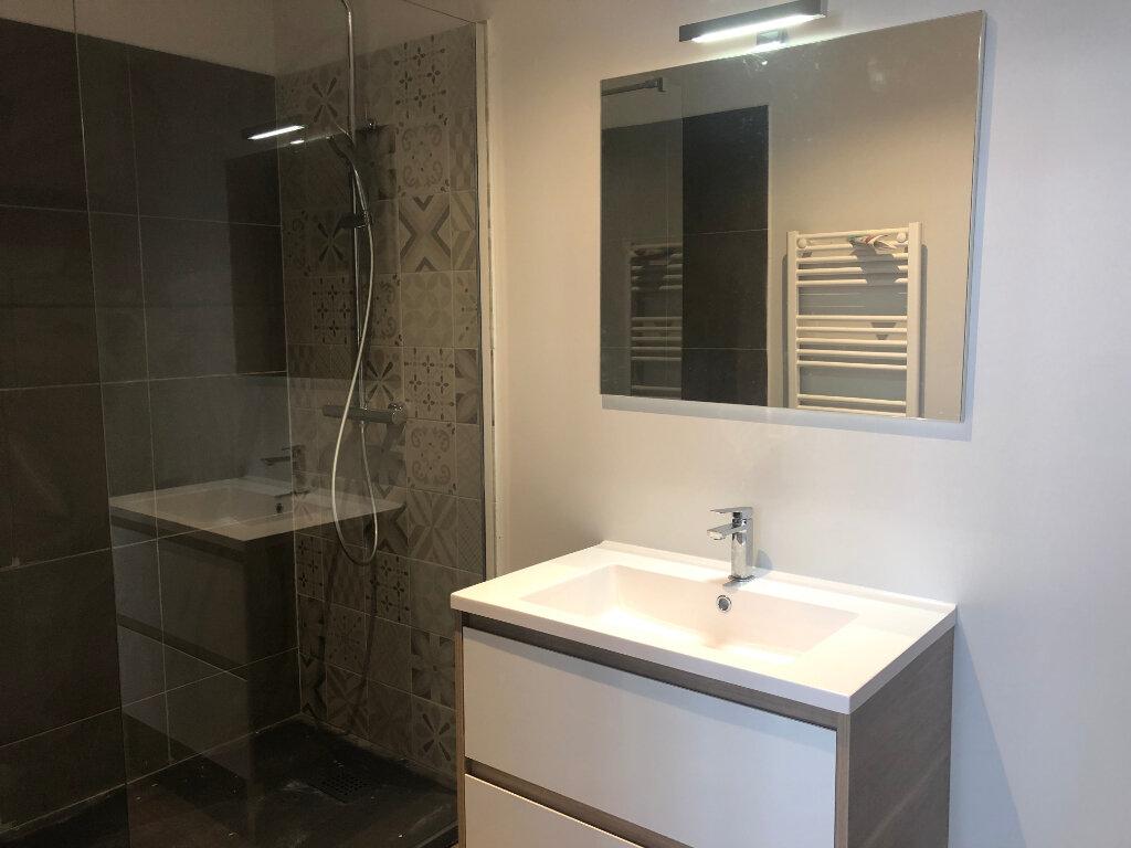 Appartement à louer 4 121m2 à Limoges vignette-2