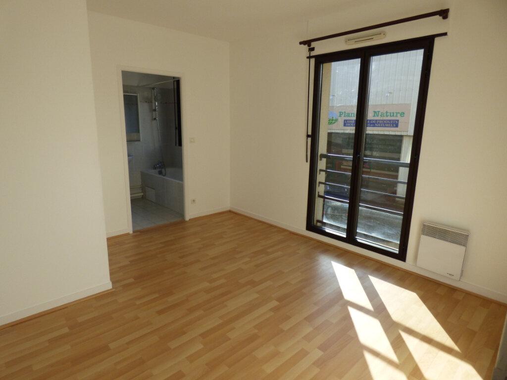 Appartement à louer 2 48.57m2 à Limoges vignette-2