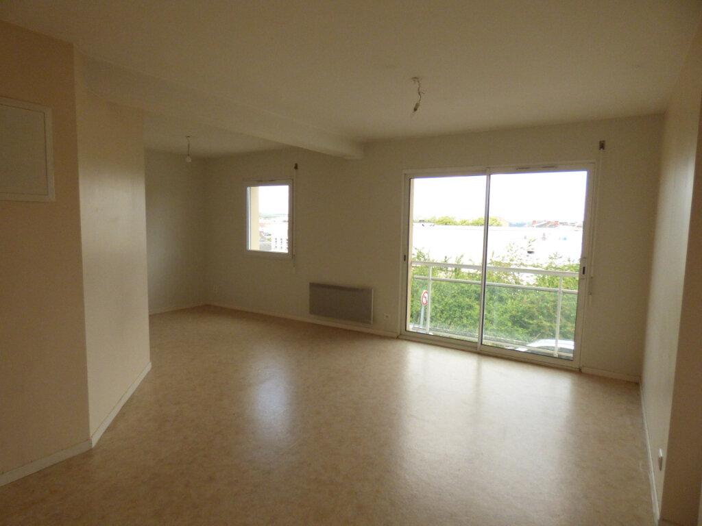 Appartement à louer 3 58.97m2 à Limoges vignette-1