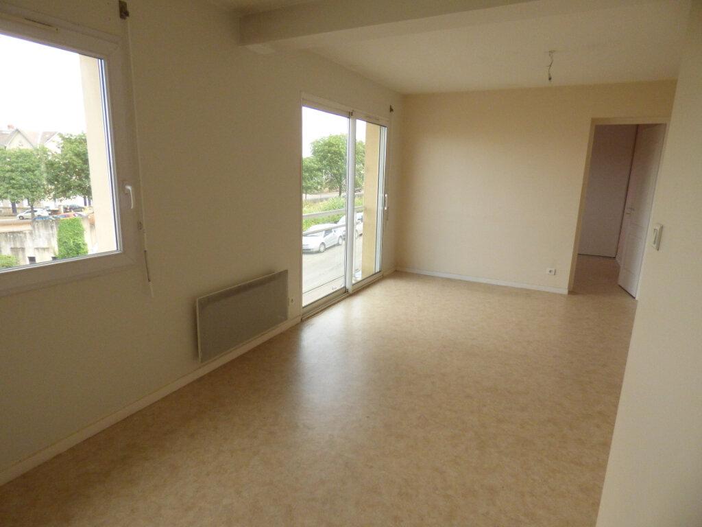 Appartement à louer 3 58.97m2 à Limoges vignette-2