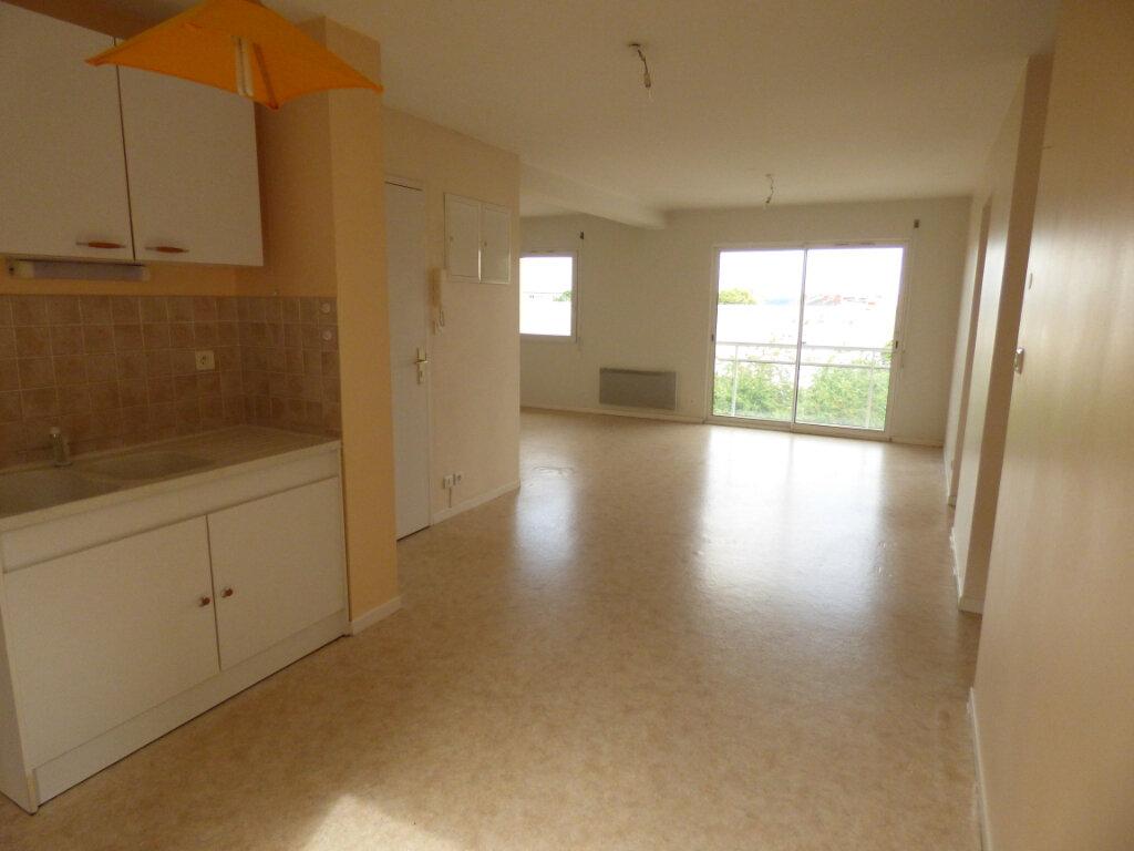 Appartement à louer 3 58.97m2 à Limoges vignette-3