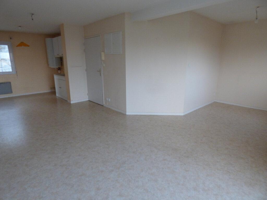 Appartement à louer 3 58.97m2 à Limoges vignette-4