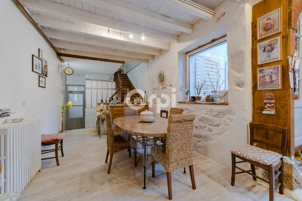 Maison à vendre 8 238m2 à Saint-Junien vignette-3