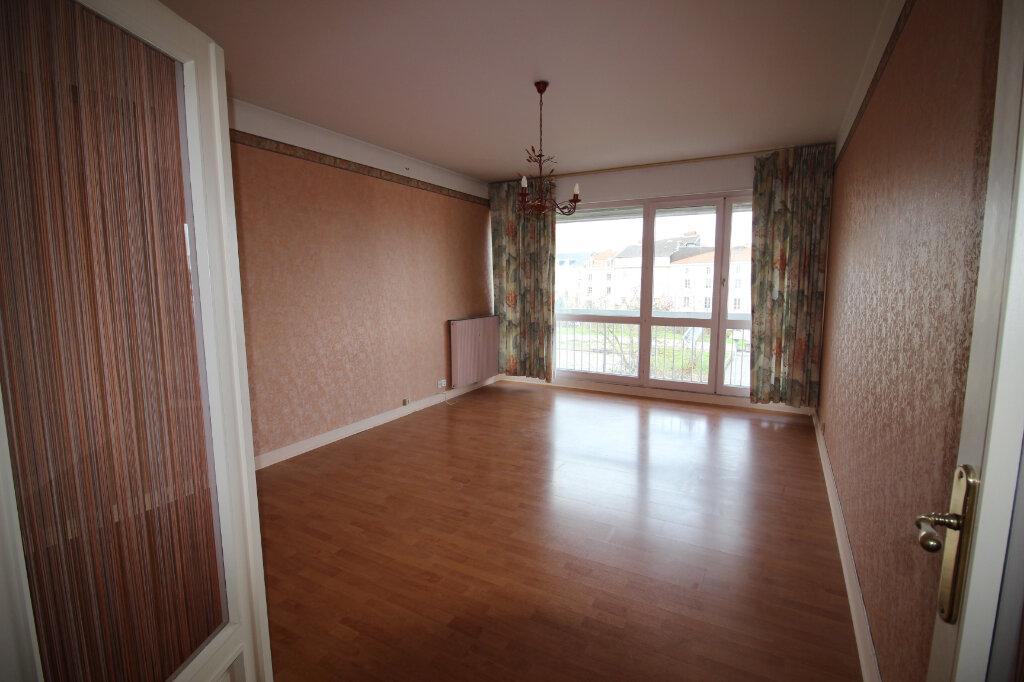 Appartement à louer 3 71.14m2 à Limoges vignette-3