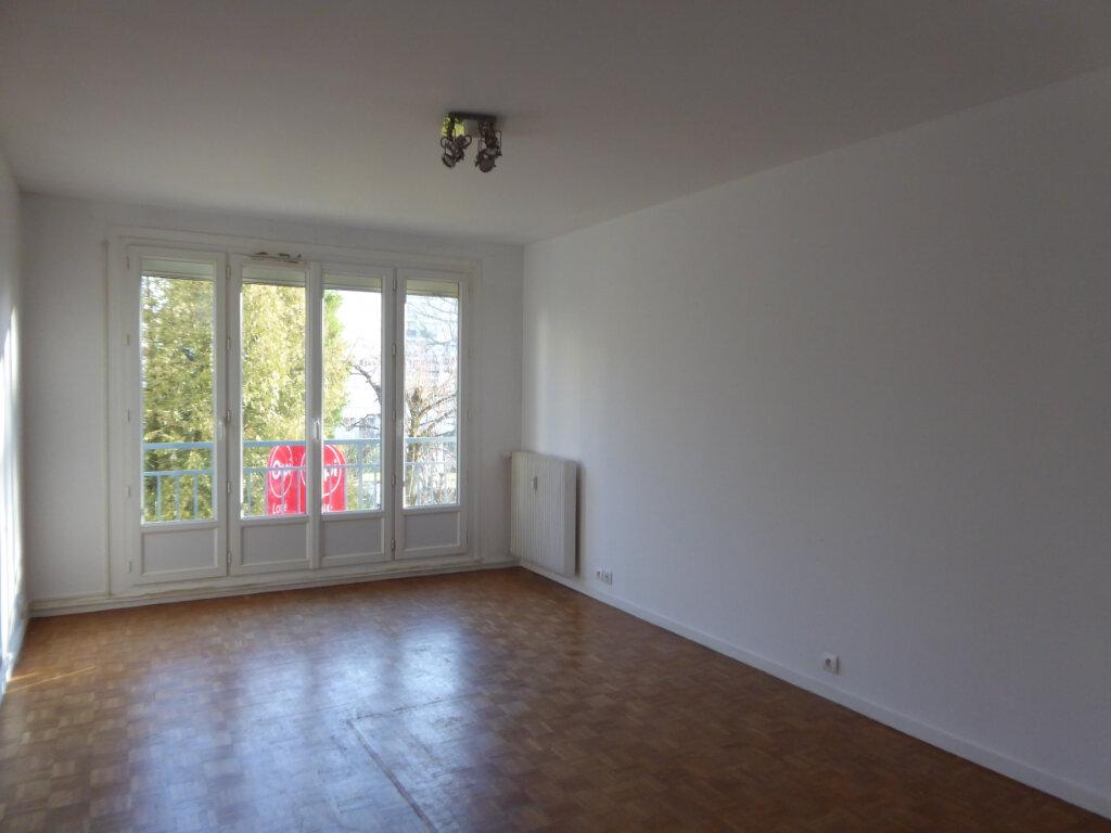 Appartement à louer 3 62.69m2 à Limoges vignette-3