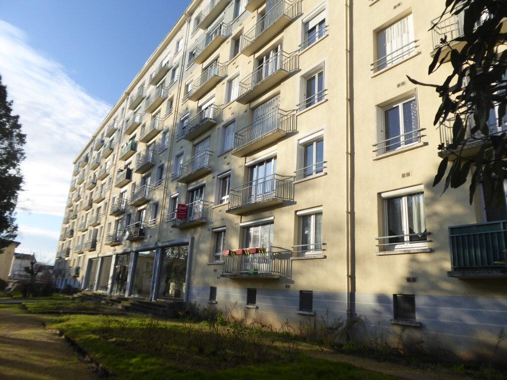 Appartement à louer 3 62.69m2 à Limoges vignette-7