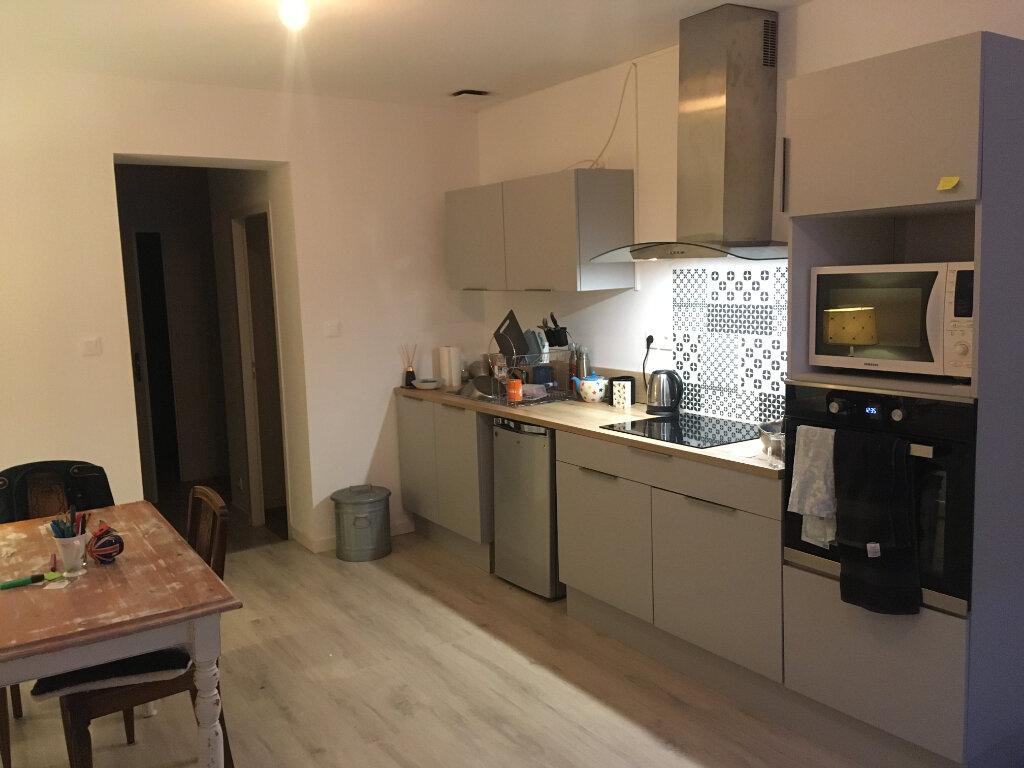 Appartement à louer 3 56.14m2 à Limoges vignette-1
