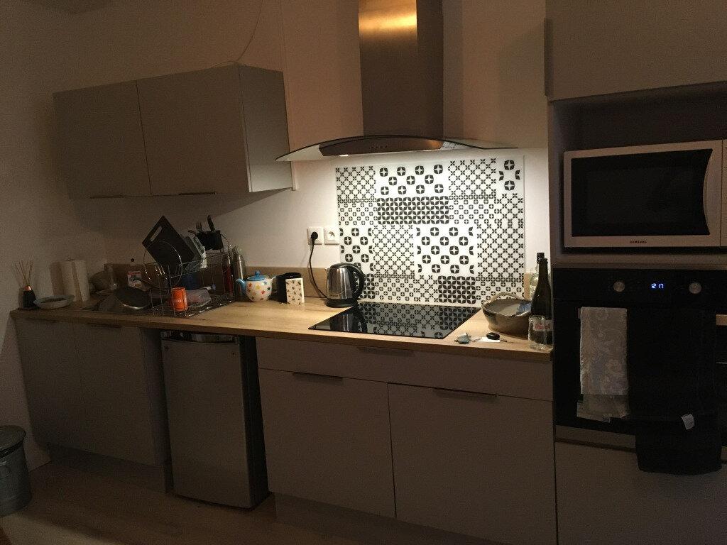 Appartement à louer 3 56.14m2 à Limoges vignette-2