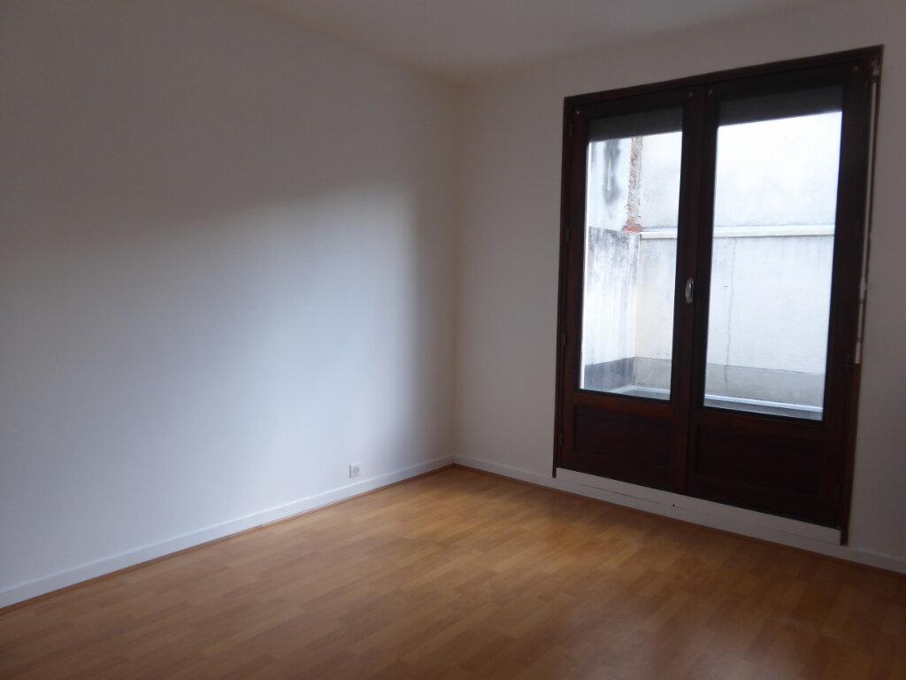 Appartement à louer 4 93.21m2 à Limoges vignette-5