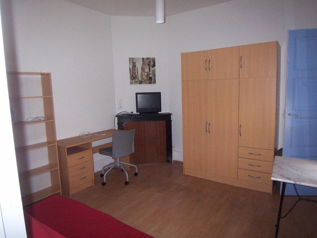 Appartement à louer 1 21.92m2 à Reims vignette-2