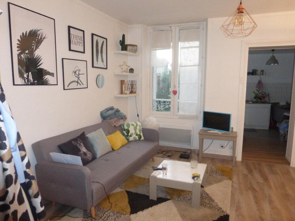 Appartement à louer 2 48.18m2 à Reims vignette-1