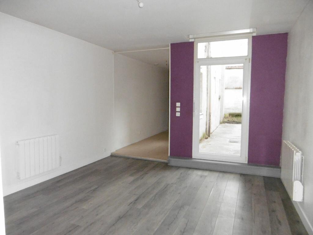 Appartement à louer 2 47.35m2 à Reims vignette-1
