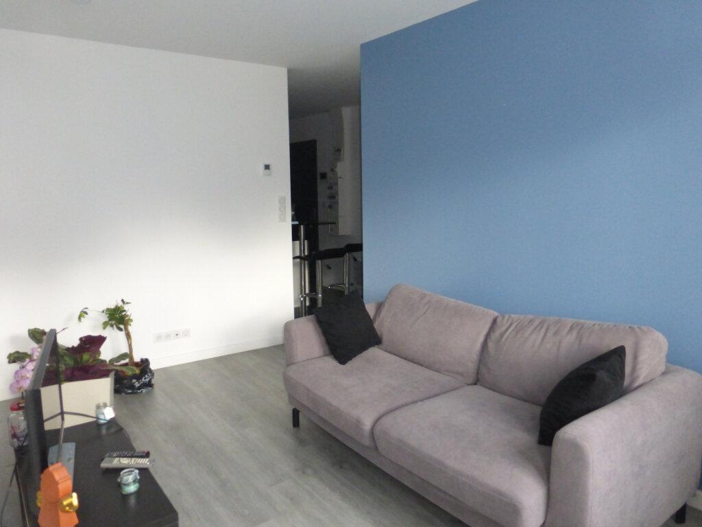 Appartement à louer 2 31.8m2 à Reims vignette-1