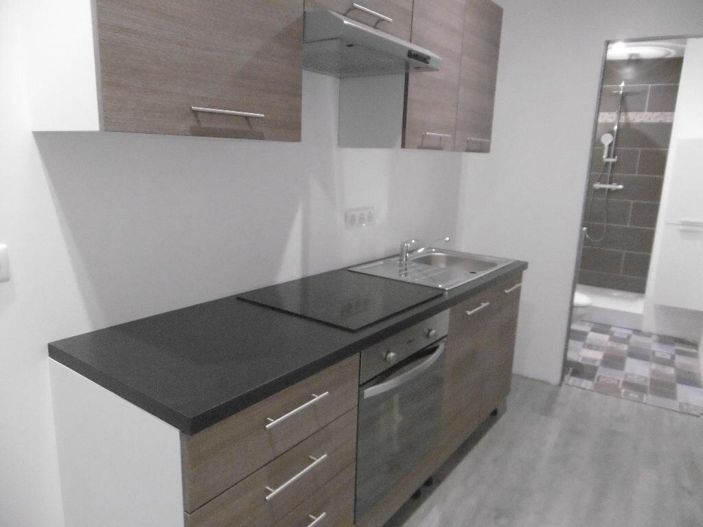 Appartement à louer 2 31.8m2 à Reims vignette-2