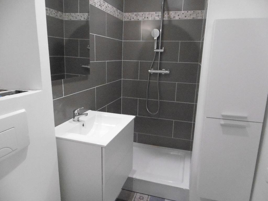 Appartement à louer 2 31.8m2 à Reims vignette-4