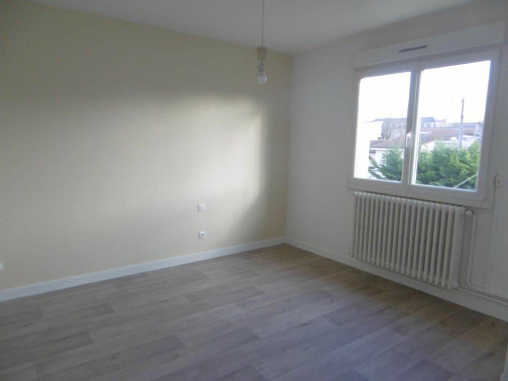 Maison à louer 4 90.99m2 à Reims vignette-4