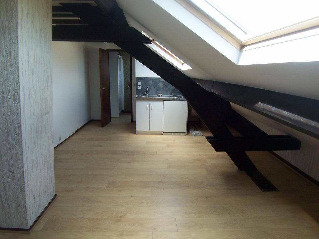 Appartement à louer 1 18.97m2 à Reims vignette-1