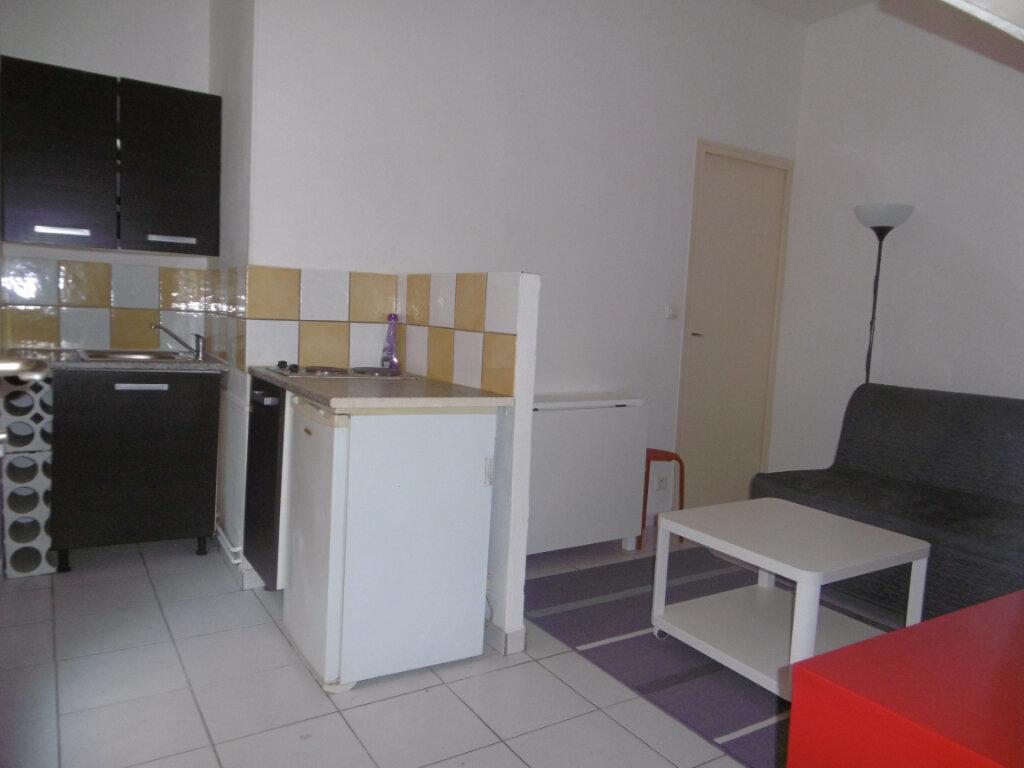 Appartement à louer 1 14.54m2 à Reims vignette-1