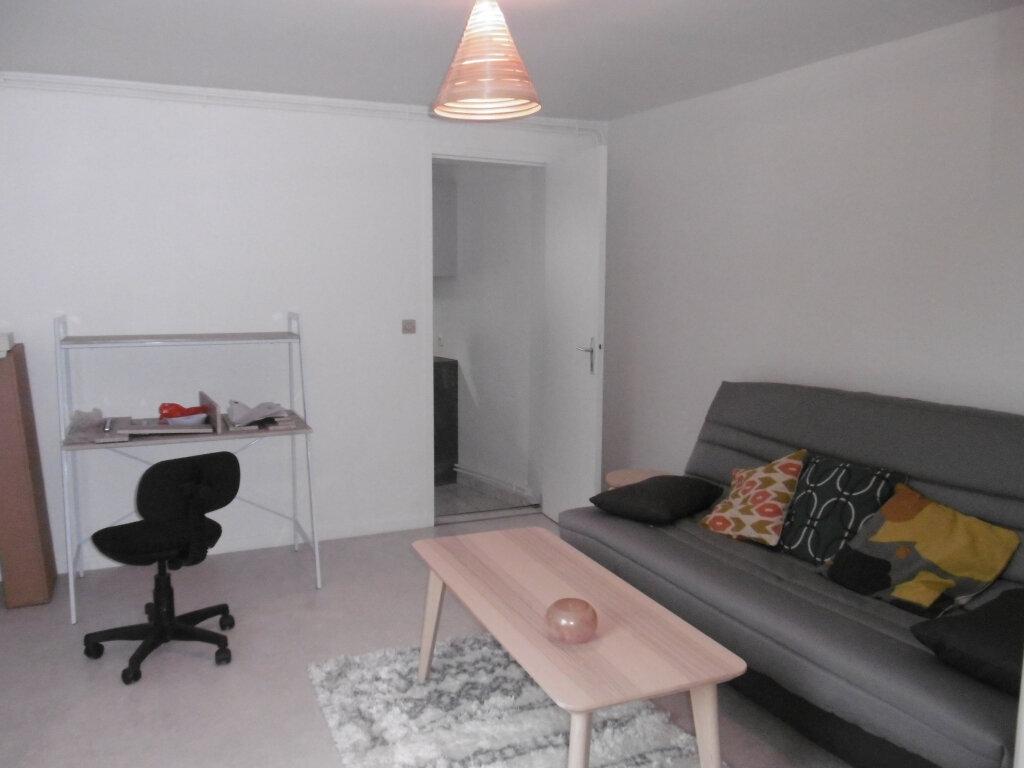 Appartement à louer 2 38.84m2 à Reims vignette-1