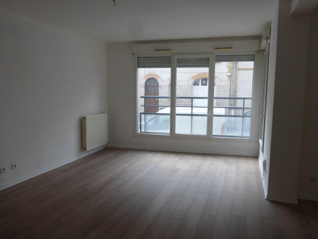 Appartement à louer 3 73.03m2 à Reims vignette-2