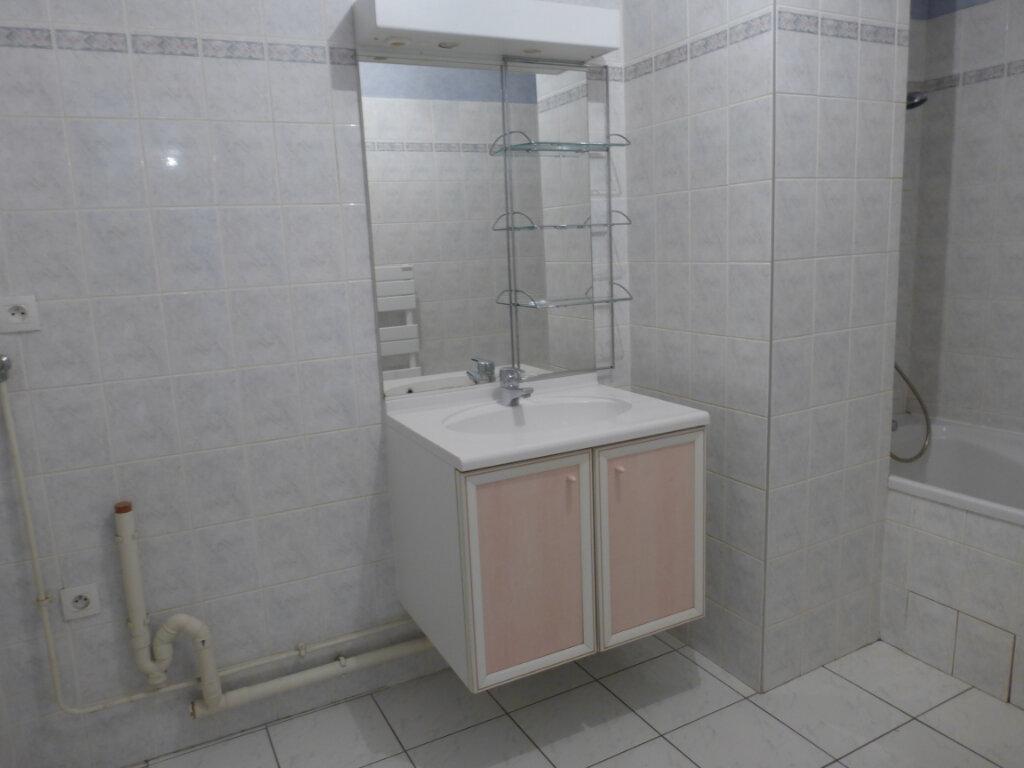 Appartement à louer 3 73.03m2 à Reims vignette-5
