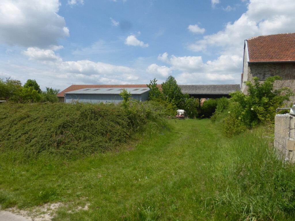 Terrain à vendre 0 688m2 à La Neuville-en-Tourne-à-Fuy vignette-1