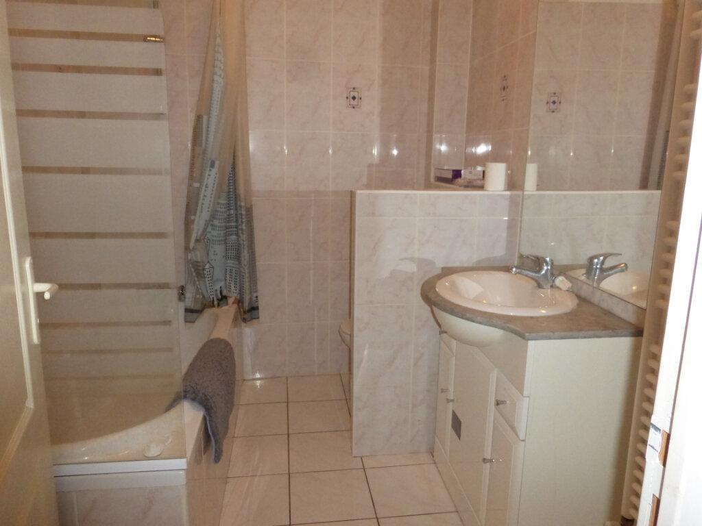 Appartement à louer 3 52.42m2 à Reims vignette-4