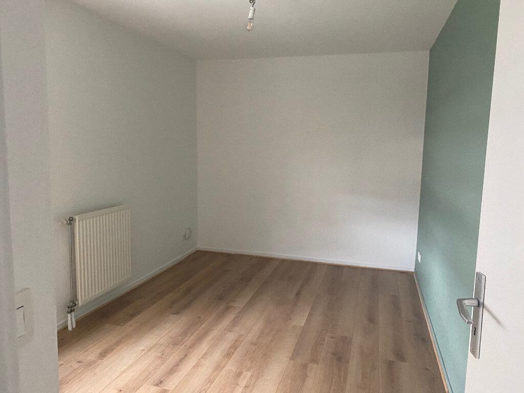 Appartement à louer 5 86.58m2 à Reims vignette-4