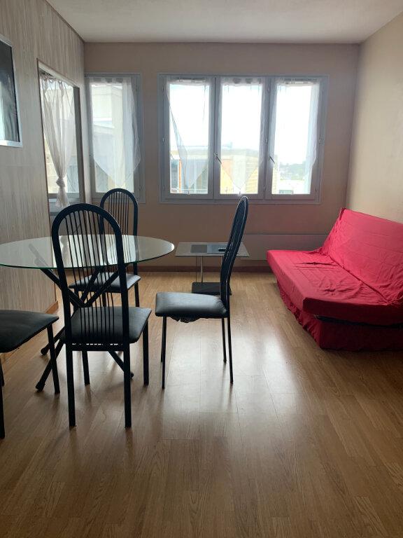 Appartement à louer 1 33m2 à Dax vignette-1