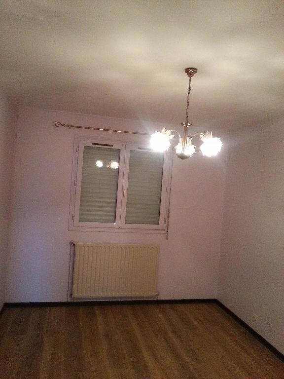 Maison à louer 5 107.47m2 à Saint-Paul-lès-Dax vignette-4