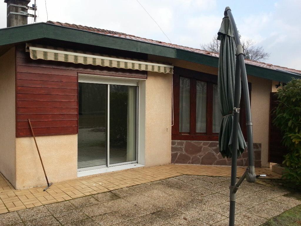 Maison à louer 5 107.47m2 à Saint-Paul-lès-Dax vignette-5