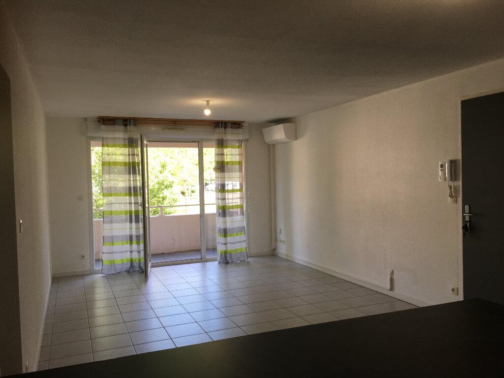 Appartement à louer 3 63.2m2 à Dax vignette-2