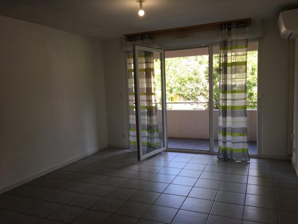 Appartement à louer 3 63.2m2 à Dax vignette-4