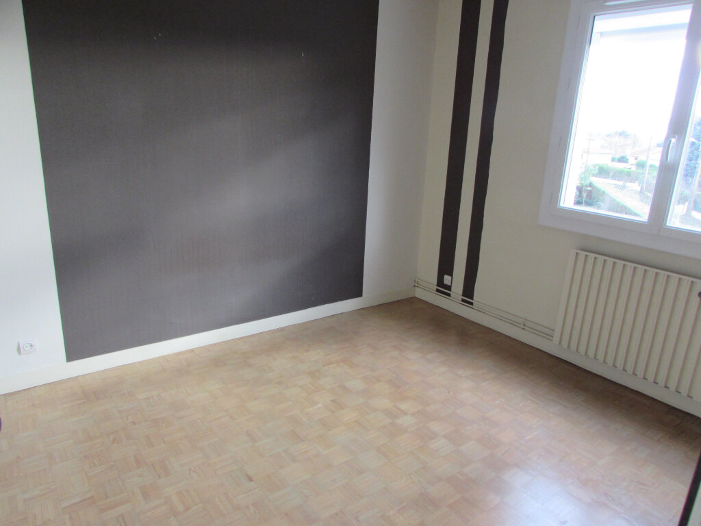 Appartement à vendre 3 65.76m2 à Dax vignette-3