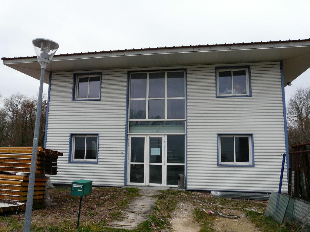 Maison à louer 5 136.89m2 à Montcourt-Fromonville vignette-1