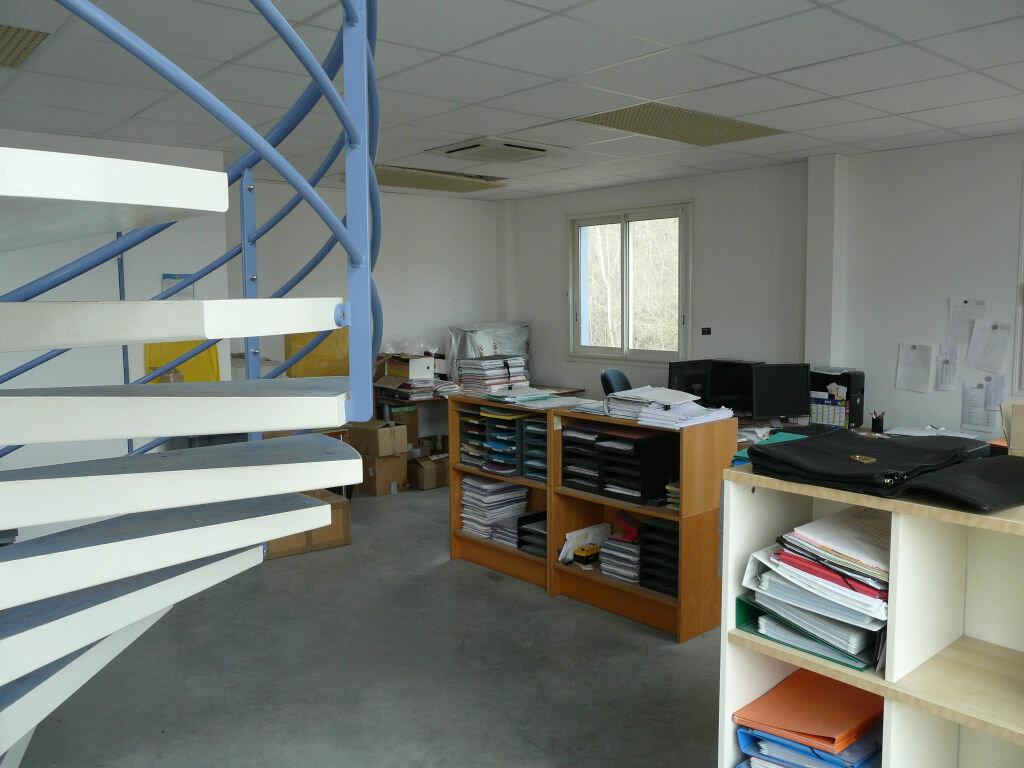 Maison à louer 5 136.89m2 à Montcourt-Fromonville vignette-2