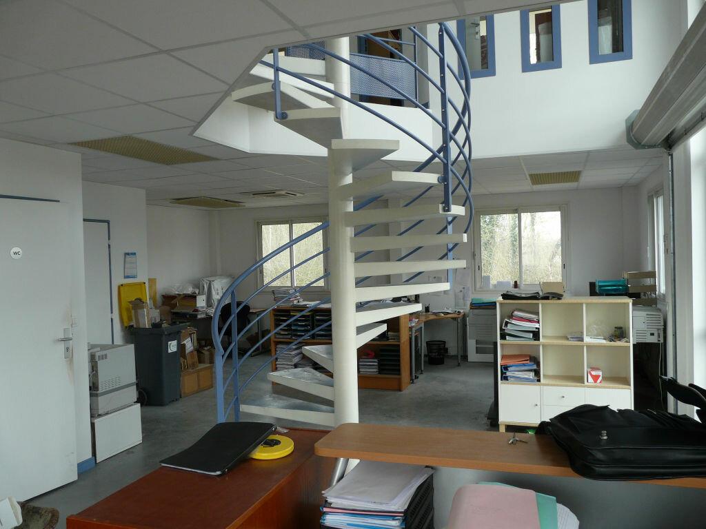 Maison à louer 5 136.89m2 à Montcourt-Fromonville vignette-4